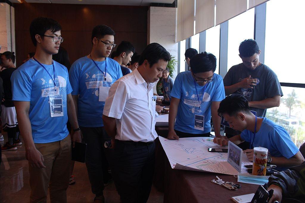 Ứng dụng báo cáo tình trạng giao thông thắng DevFest Hackathon 2018 Ảnh 1