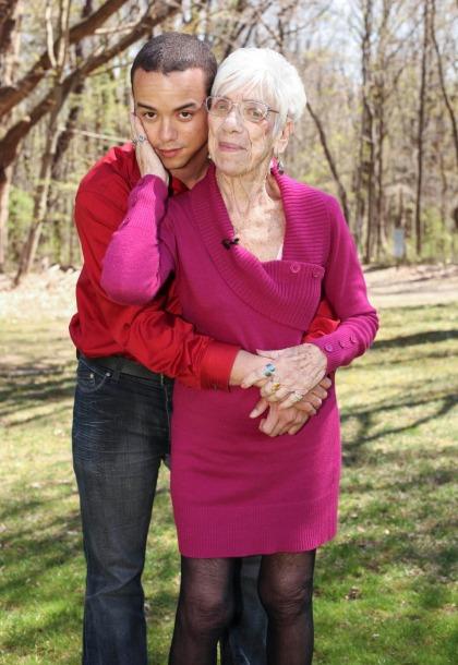 Cụ bà 91 tuổi cảm thấy hãnh diện và được tái sinh khi yêu trai trẻ 31 tuổi suốt 5 năm Ảnh 1