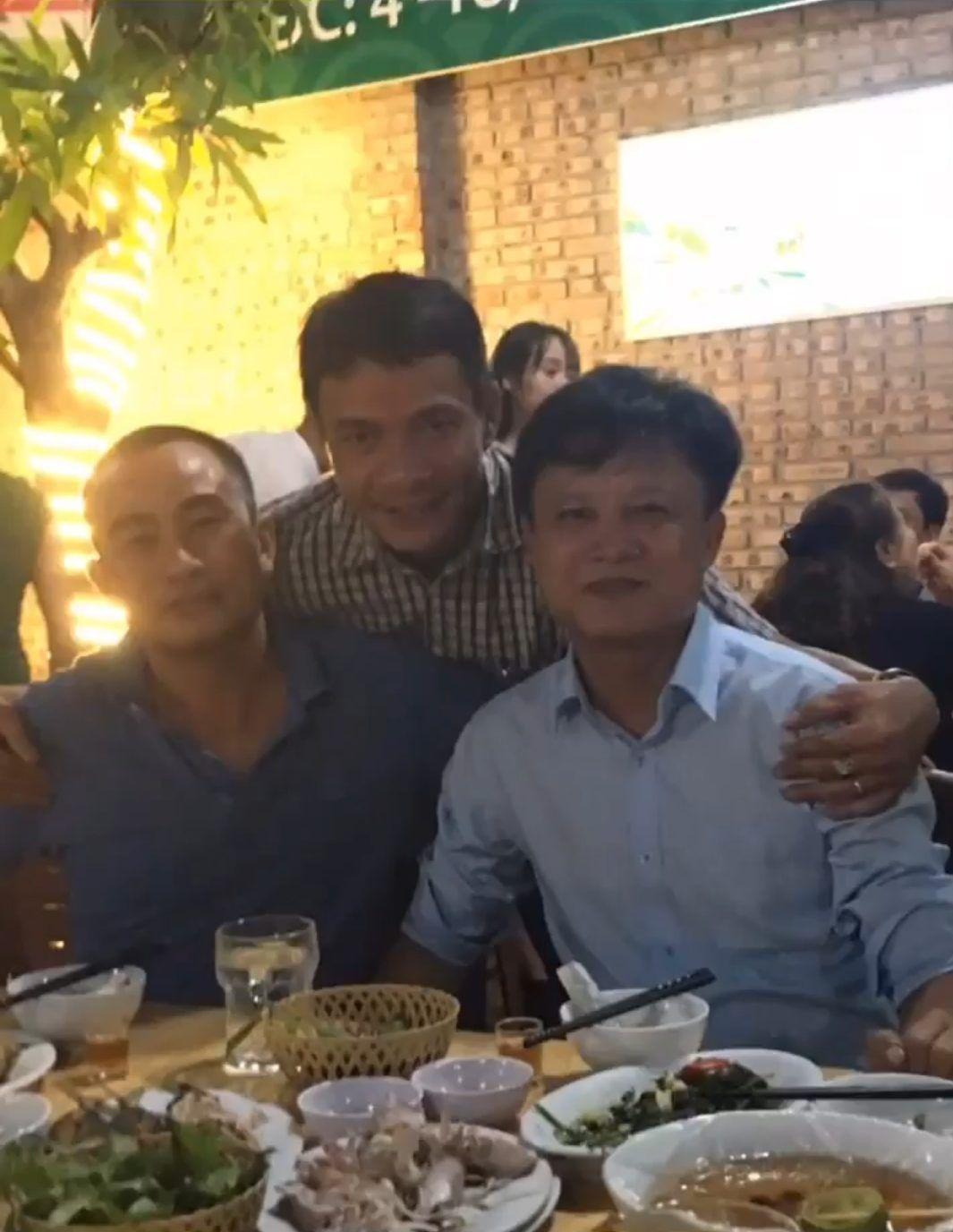 Huế: Thiếu tá đi ăn nhậu, chụp ảnh với đương sự Ảnh 1