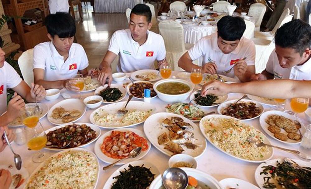 Cầu thủ đội tuyển Việt Nam ăn gì trước khi ra sân? Ảnh 2