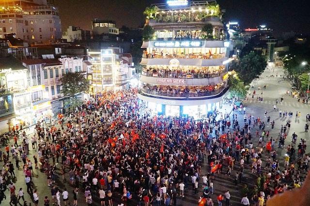 Công an Hà Nội đảm bảo an toàn cho người dân trong đêm mừng chiến thắng Ảnh 1
