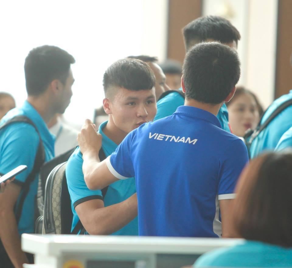 Tuyển Việt Nam tươi rói bay sang Malaysia đá chung kết Ảnh 5