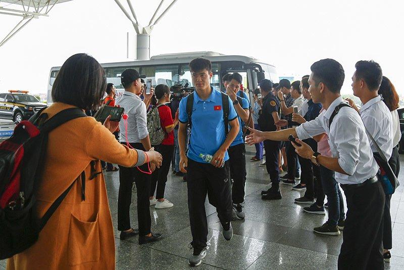 Tuyển Việt Nam tươi rói bay sang Malaysia đá chung kết Ảnh 2