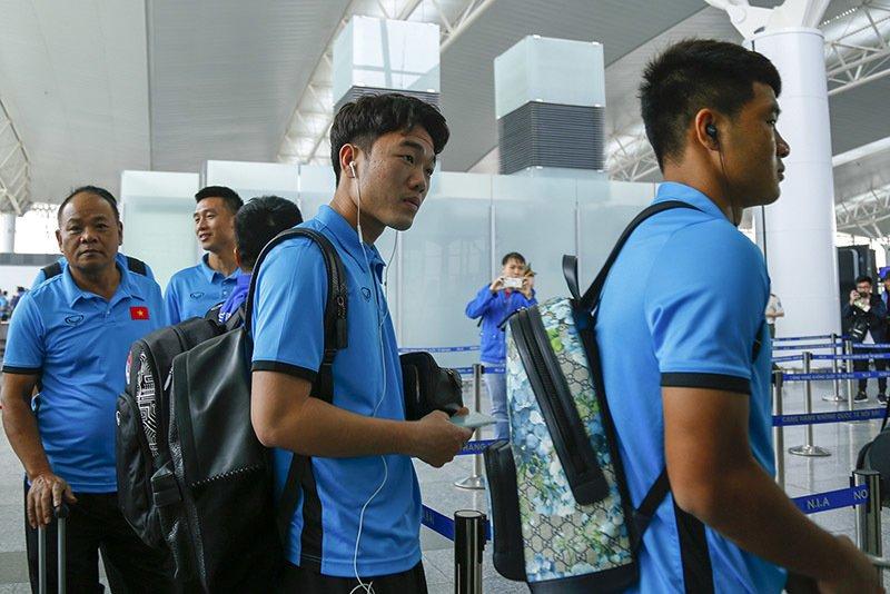 Tuyển Việt Nam tươi rói bay sang Malaysia đá chung kết Ảnh 4