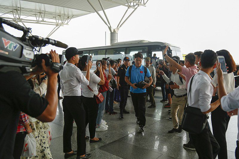 Tuyển Việt Nam tươi rói bay sang Malaysia đá chung kết Ảnh 3