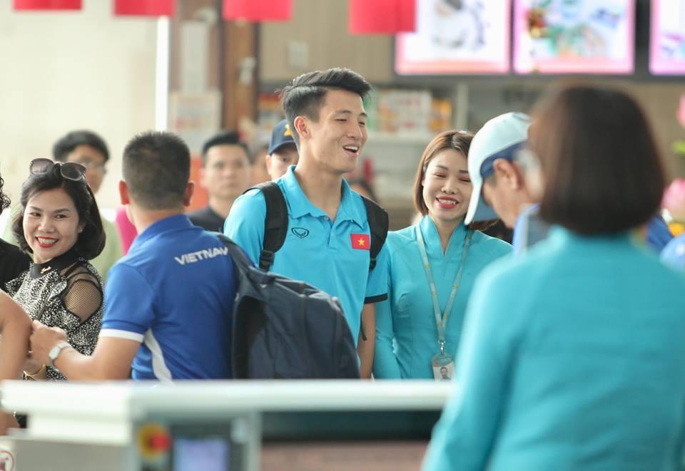 Tuyển Việt Nam tươi rói bay sang Malaysia đá chung kết Ảnh 6