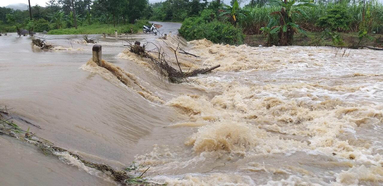 Mưa lớn gây ngập lụt cục bộ tại huyện vùng sâu M'Đrắk Ảnh 1