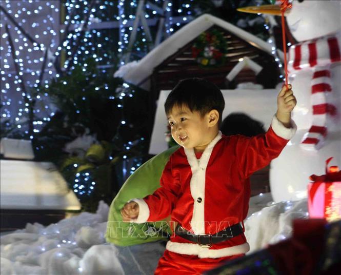 Hà Nội rực rỡ chào đón Giáng sinh 2018 Ảnh 7
