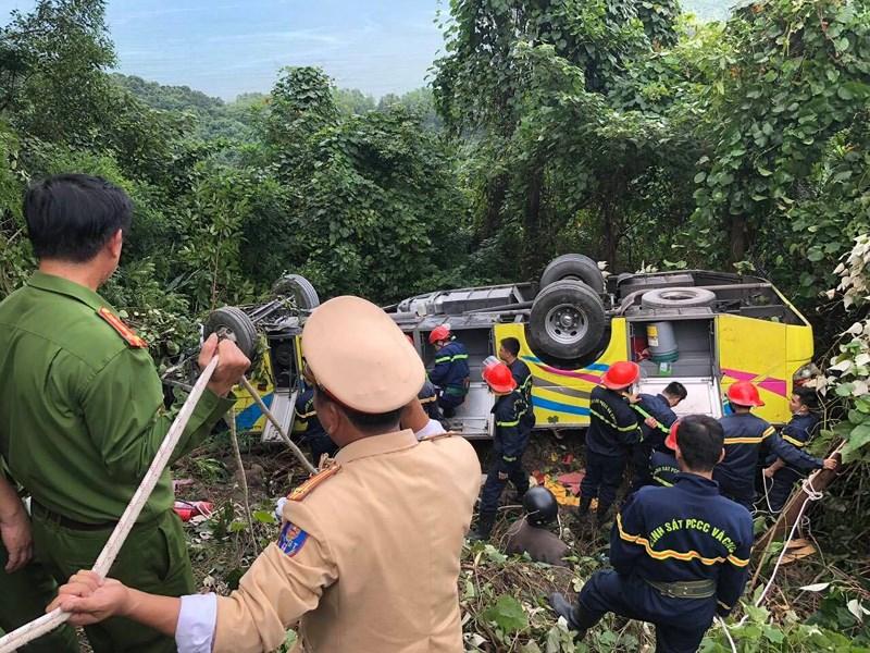Xe khách rơi trên đèo Hải Vân, 23 người bị nạn Ảnh 4