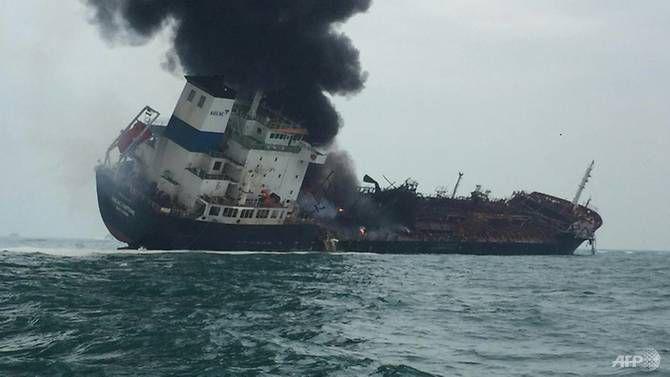 Tàu chở dầu treo cờ Việt Nam bốc cháy ngoài khơi Hong Kong, ít nhất 1 người thiệt mạng Ảnh 1