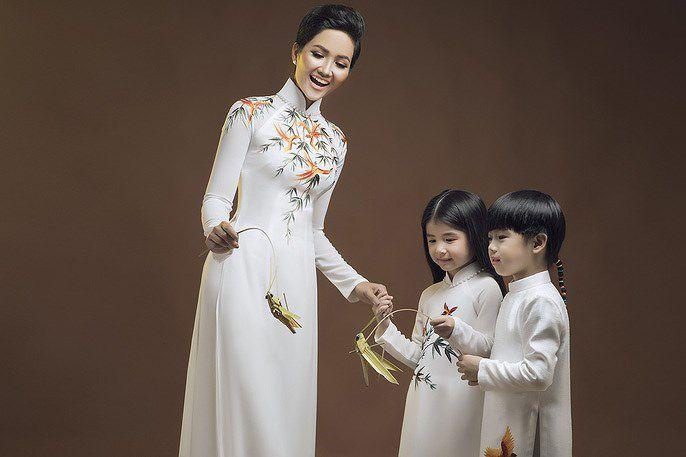 Tóc ngắn, da nâu, H'Hen Niê mặc áo dài có đẹp không? Ảnh 6