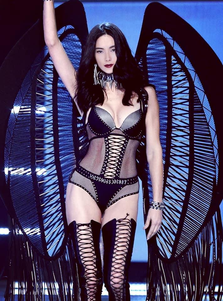 Fanmade: Loạt ảnh Á hậu Hoàng Thùy bất ngờ 'sải bước' trên sàn diễn tỷ đô Victoria's Secret Ảnh 2