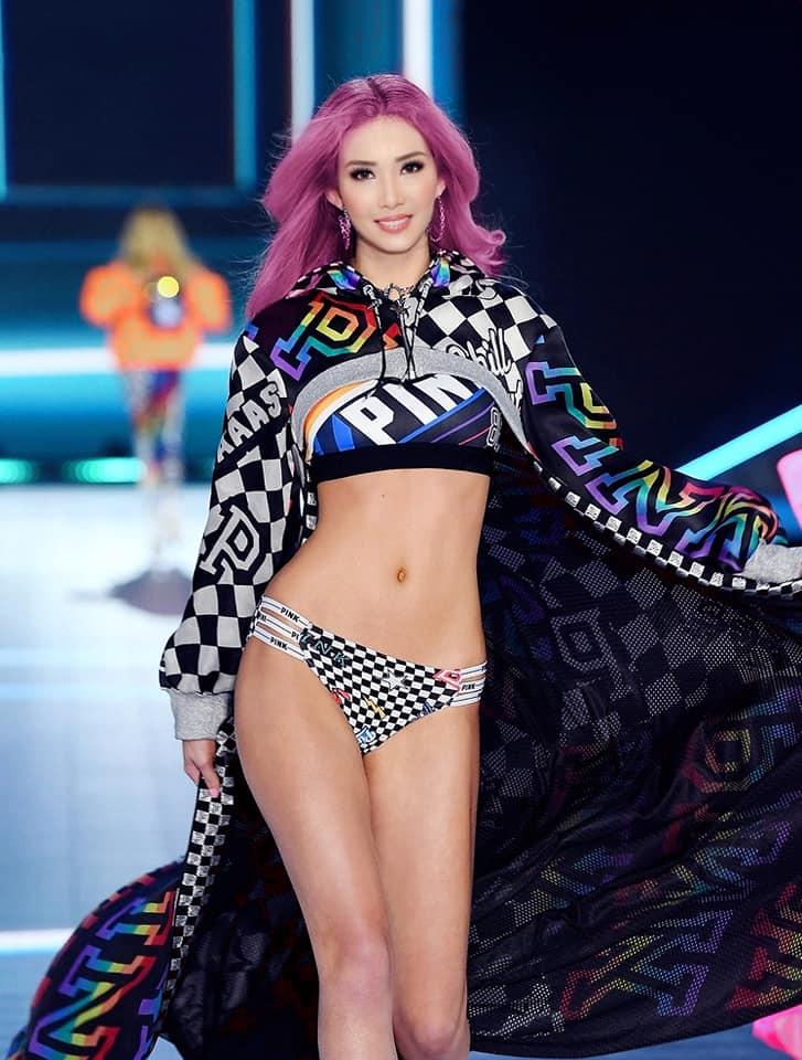 Fanmade: Loạt ảnh Á hậu Hoàng Thùy bất ngờ 'sải bước' trên sàn diễn tỷ đô Victoria's Secret Ảnh 3