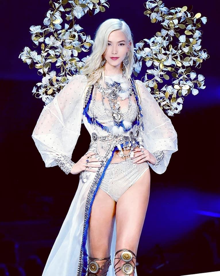Fanmade: Loạt ảnh Á hậu Hoàng Thùy bất ngờ 'sải bước' trên sàn diễn tỷ đô Victoria's Secret Ảnh 6