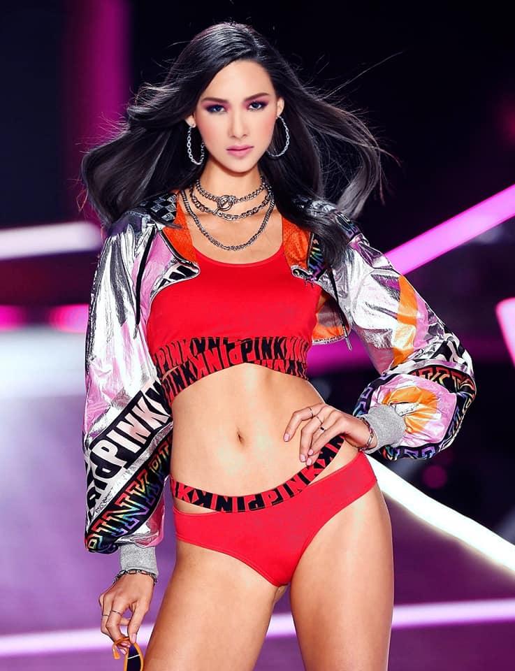 Fanmade: Loạt ảnh Á hậu Hoàng Thùy bất ngờ 'sải bước' trên sàn diễn tỷ đô Victoria's Secret Ảnh 1