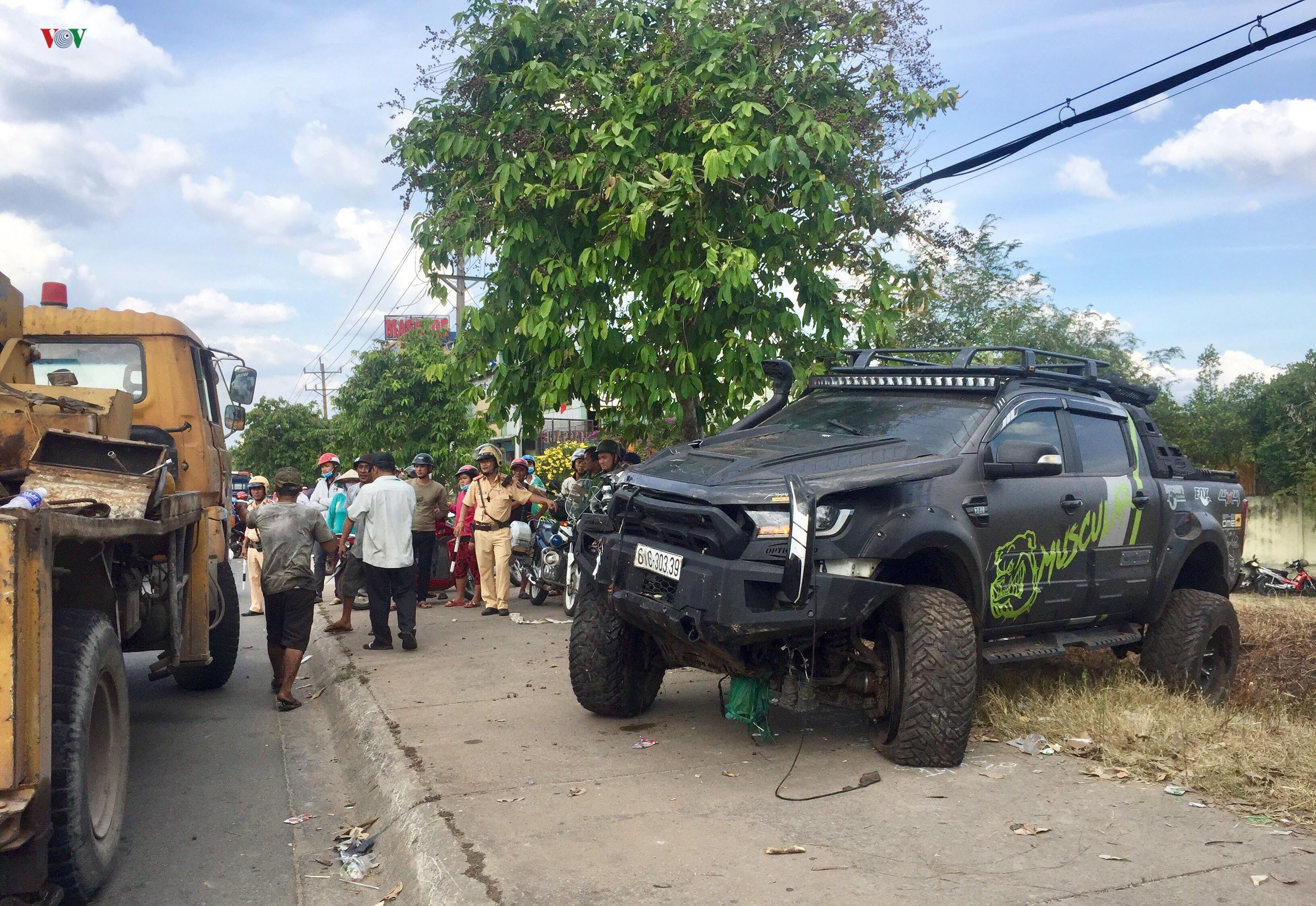 Bình Dương: Hai ô tô va chạm, tông người bán dưa hấu tử vong Ảnh 1