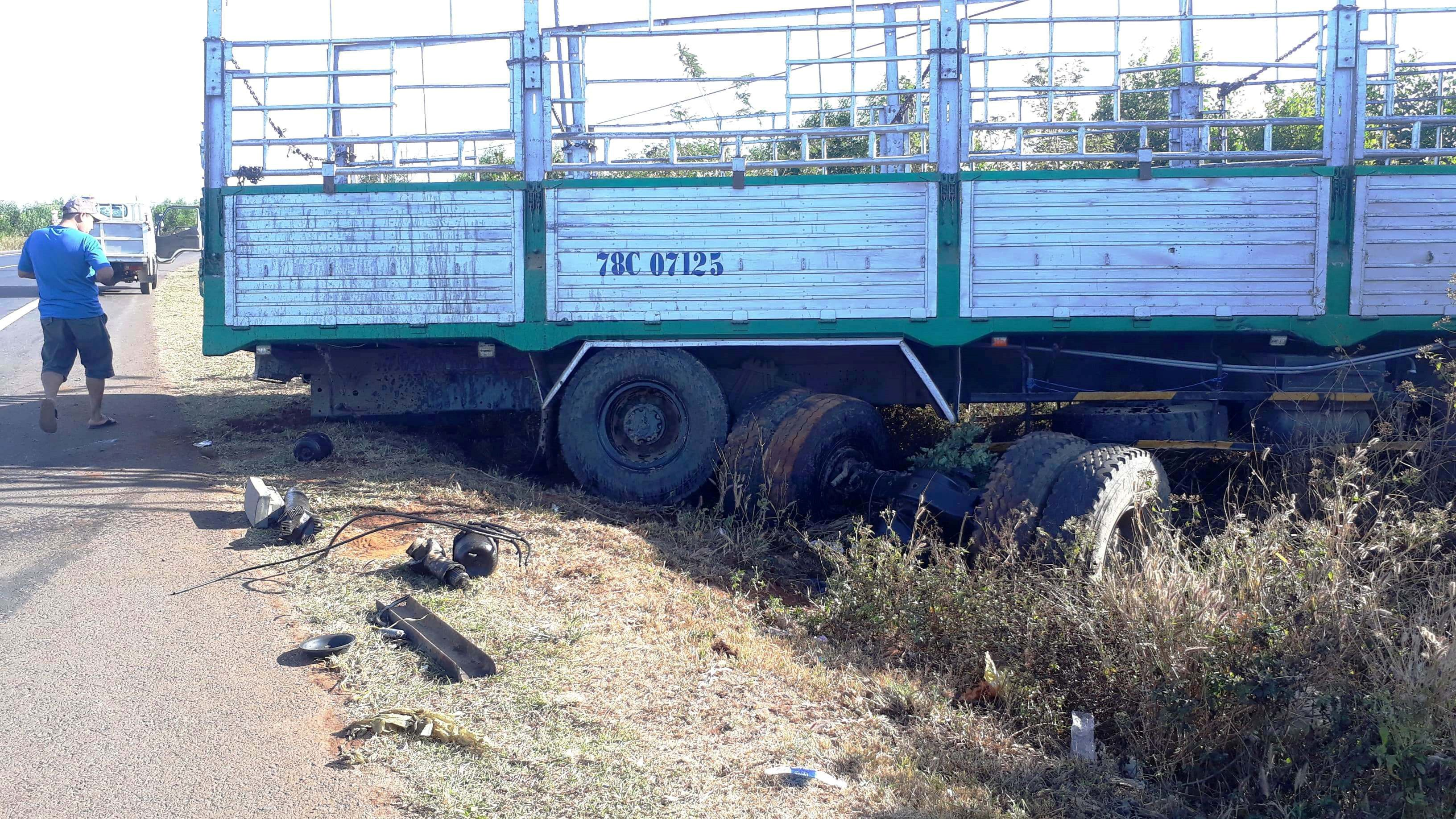 Xe tải gãy trục tông chết 3 chị em còn hạn đăng kiểm Ảnh 1