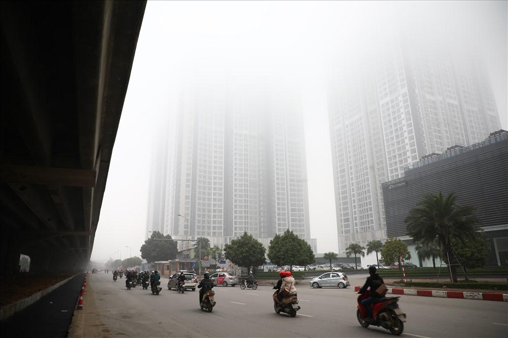 Sáng cuối tuần, người Hà Nội ra đường mà ngỡ ở Sapa mờ sương Ảnh 11