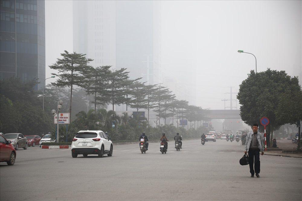 Sáng cuối tuần, người Hà Nội ra đường mà ngỡ ở Sapa mờ sương Ảnh 9