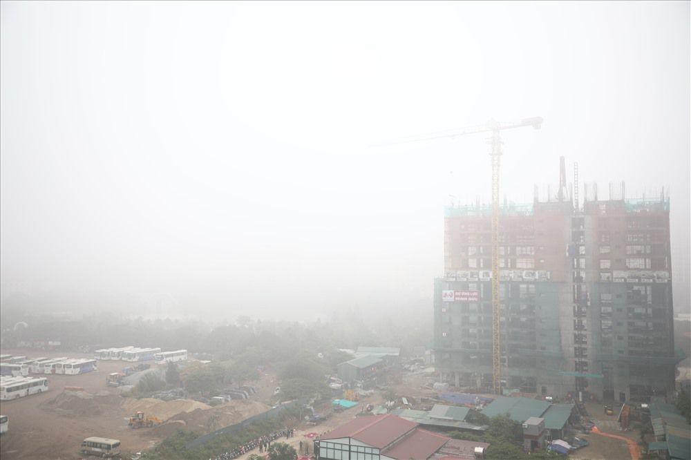 Sáng cuối tuần, người Hà Nội ra đường mà ngỡ ở Sapa mờ sương Ảnh 2
