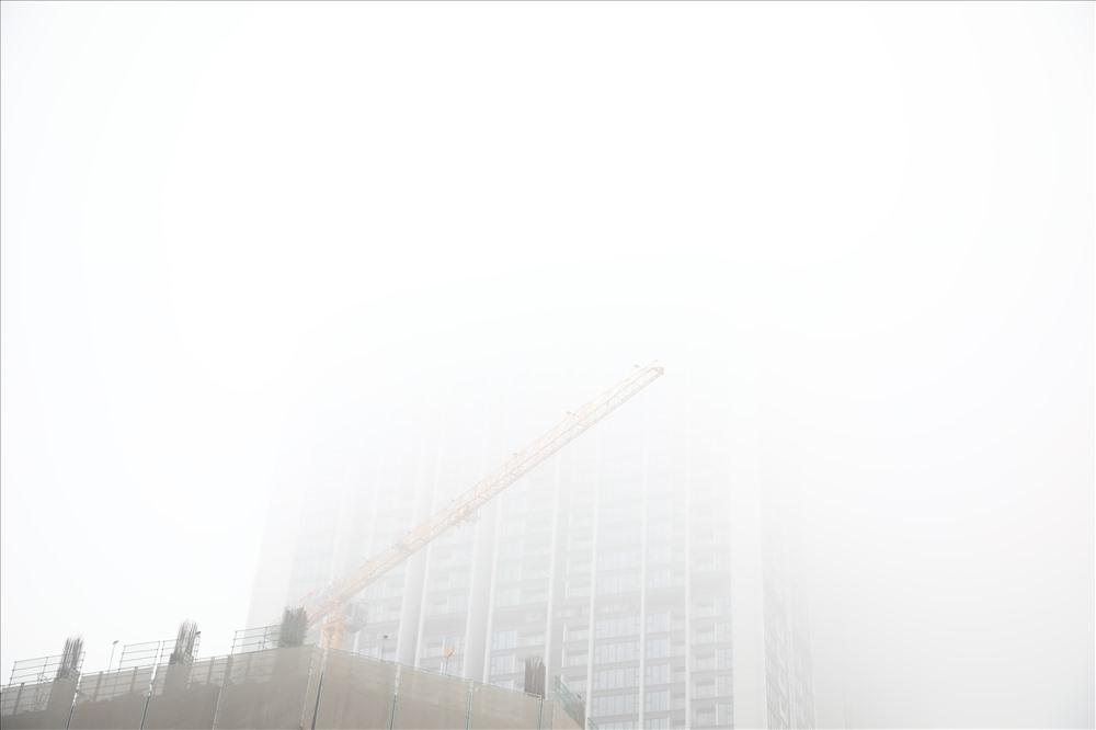 Sáng cuối tuần, người Hà Nội ra đường mà ngỡ ở Sapa mờ sương Ảnh 13