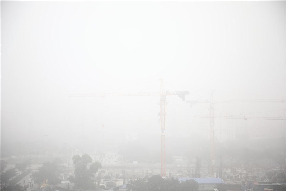 Sáng cuối tuần, người Hà Nội ra đường mà ngỡ ở Sapa mờ sương Ảnh 3