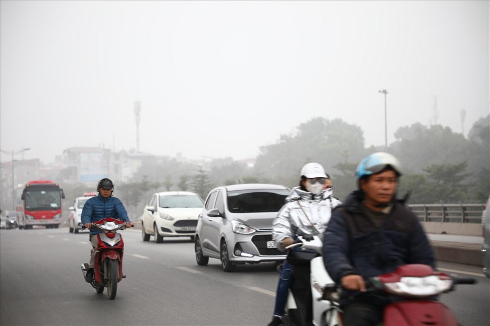 Sáng cuối tuần, người Hà Nội ra đường mà ngỡ ở Sapa mờ sương Ảnh 12
