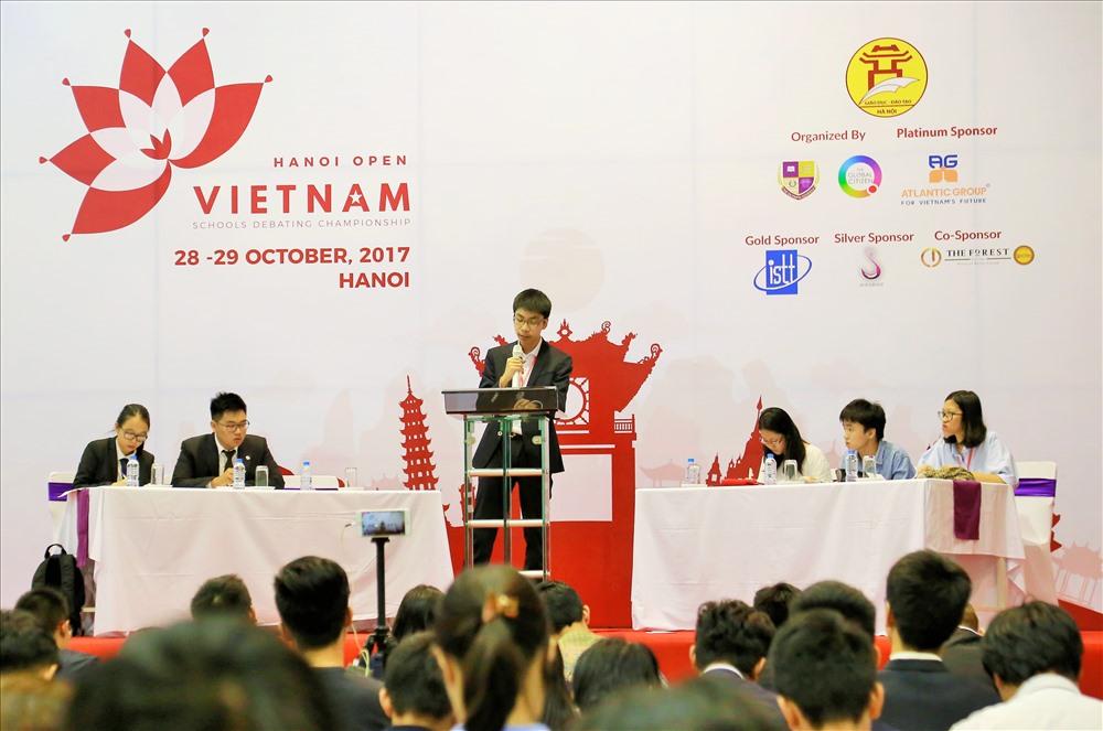 Học sinh Việt Nam tranh biện bằng tiếng Anh về hàng loạt chủ đề 'nóng' Ảnh 1