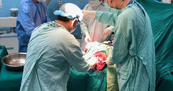 Anh công nhân vào viện kèm 2 chân bị đứt rời ảnh 1