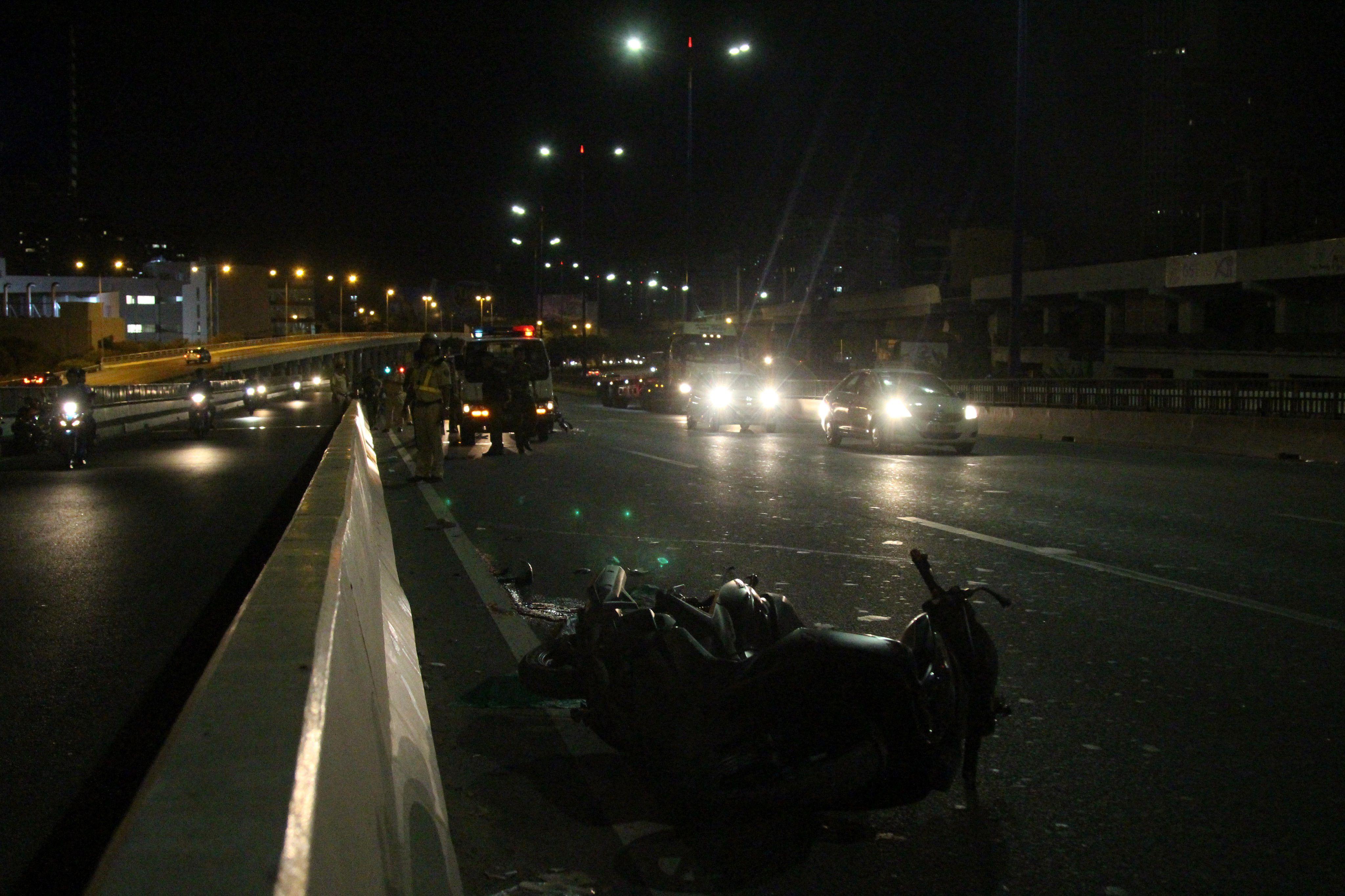 Liều chạy vào làn ô tô trên cầu Sài Gòn, 1 người chết, 2 người bị thương Ảnh 1