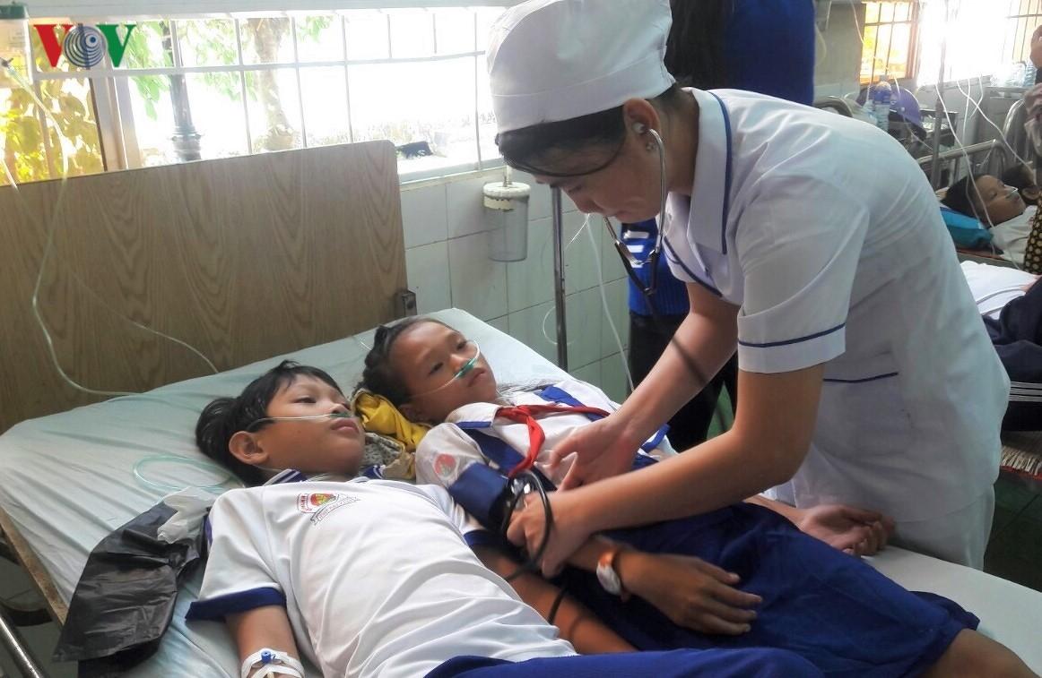 Học sinh ở Cà Mau nhập viện vì nước súc miệng: Do cán bộ hướng dẫn? Ảnh 1