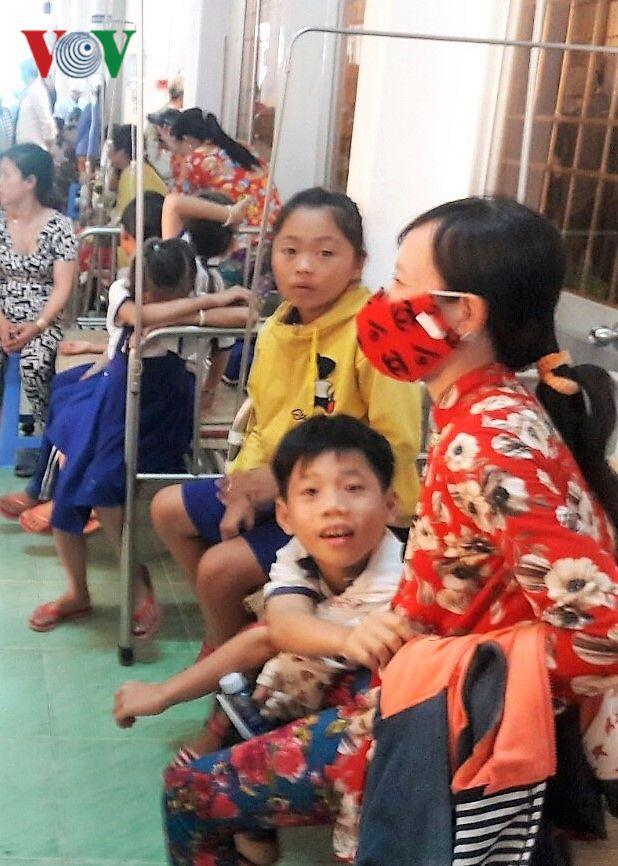 Học sinh ở Cà Mau nhập viện vì nước súc miệng: Do cán bộ hướng dẫn? Ảnh 2