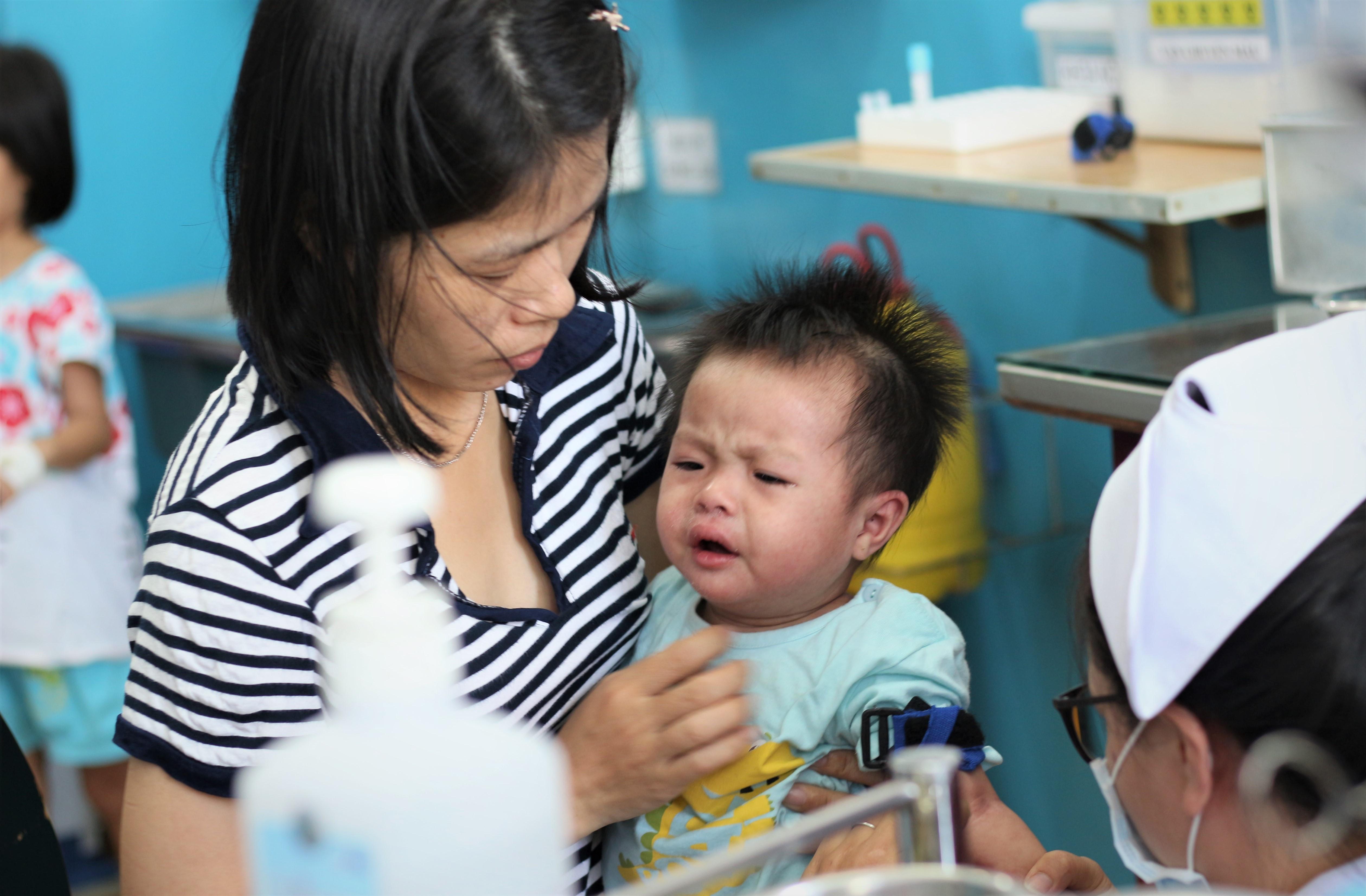 Bệnh viện ở Sài Gòn quá tải vì người mắc sởi tăng gấp hàng chục lần Ảnh 1