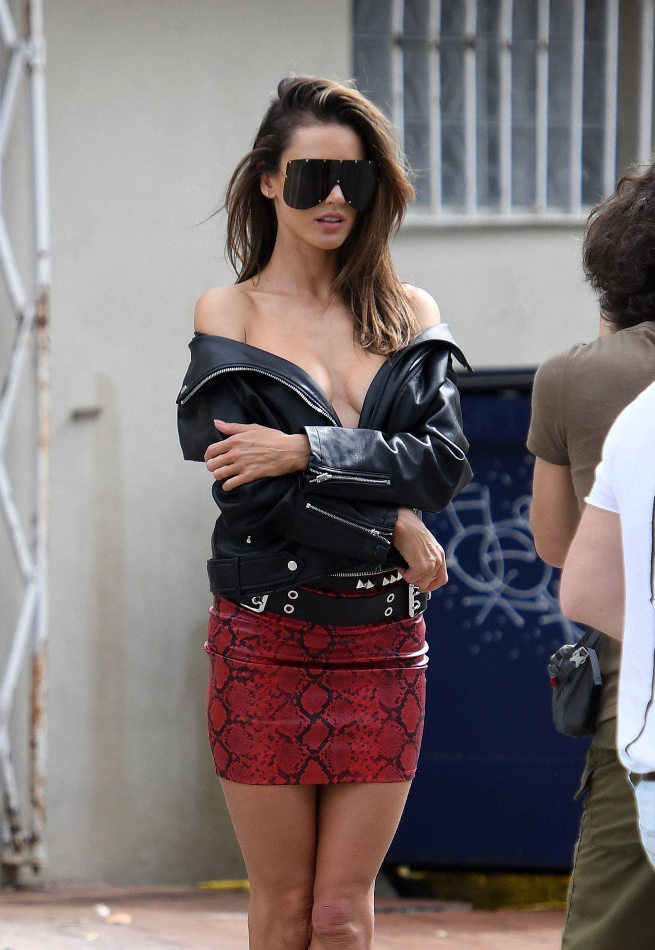 Hậu trường chụp ảnh nóng bỏng của siêu mẫu Alessandra Ambrosio Ảnh 9