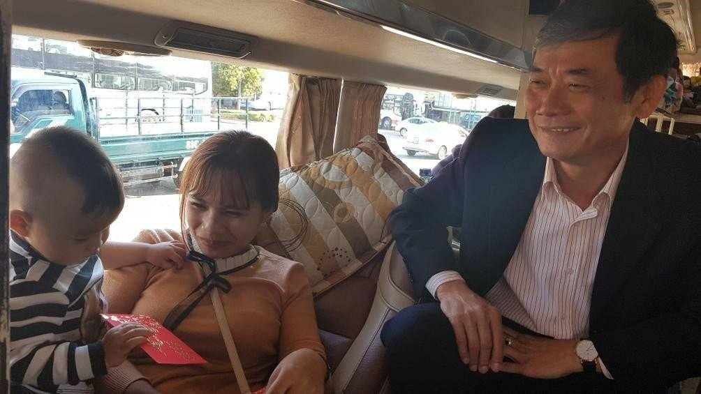 Những hành khách cuối cùng từ Gia Lai về Hà Nội được nhận lì xì ảnh 1