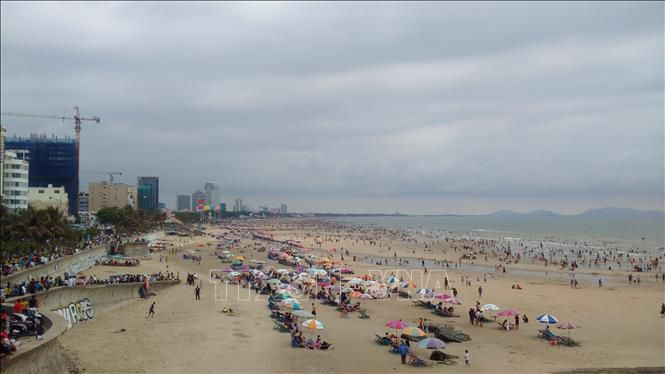 Đầu năm, hàng chục ngàn du khách đổ về các bãi tắm ở Bà Rịa-Vũng Tàu Ảnh 3