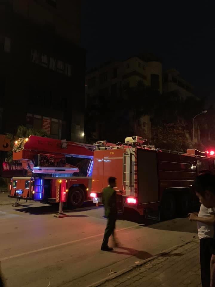 Hà Nội: Cháy lớn ở chung cư vào lúc nửa đêm Ảnh 4