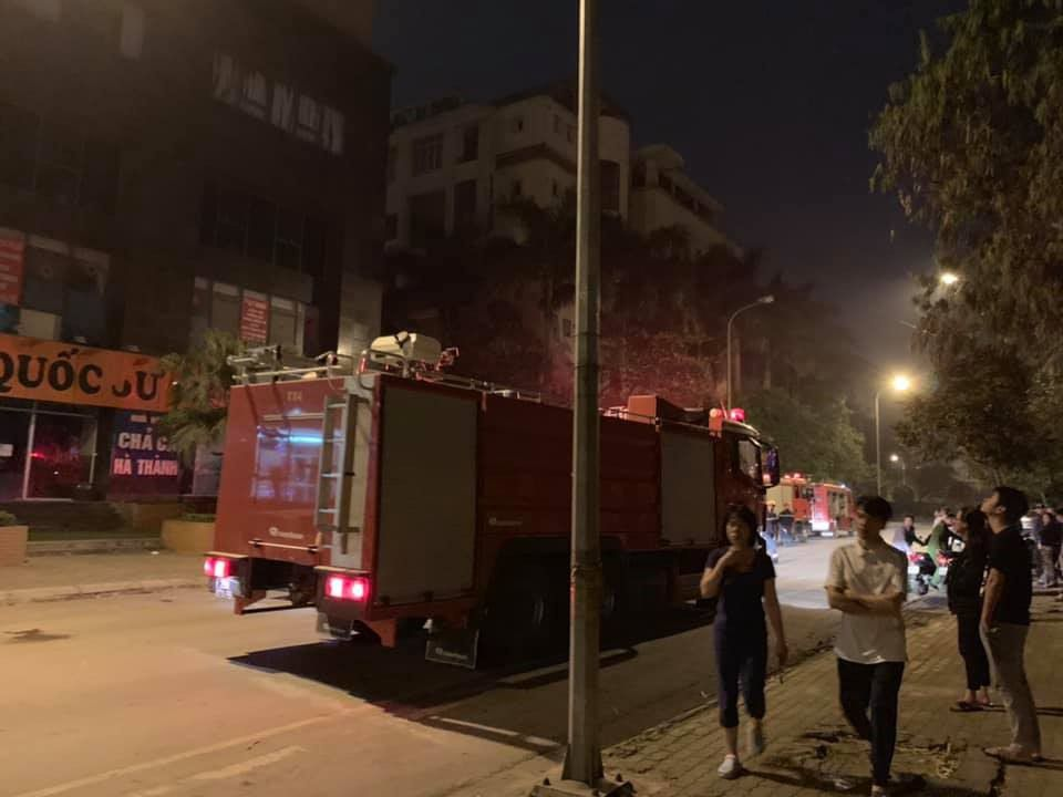 Hà Nội: Cháy lớn ở chung cư vào lúc nửa đêm Ảnh 1