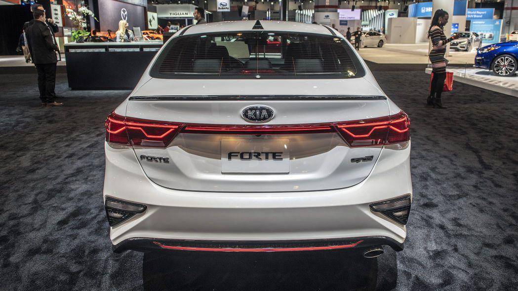 2020 Kia Forte GT-Line lộ diện chi tiết, đe nẹt Toyota Camry Ảnh 7