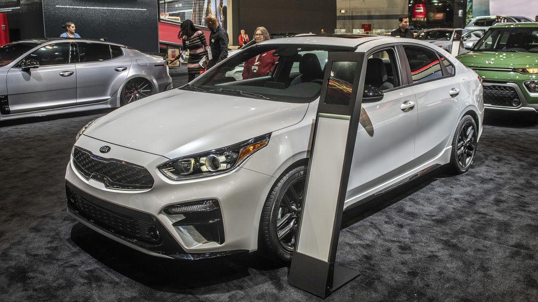 2020 Kia Forte GT-Line lộ diện chi tiết, đe nẹt Toyota Camry Ảnh 3
