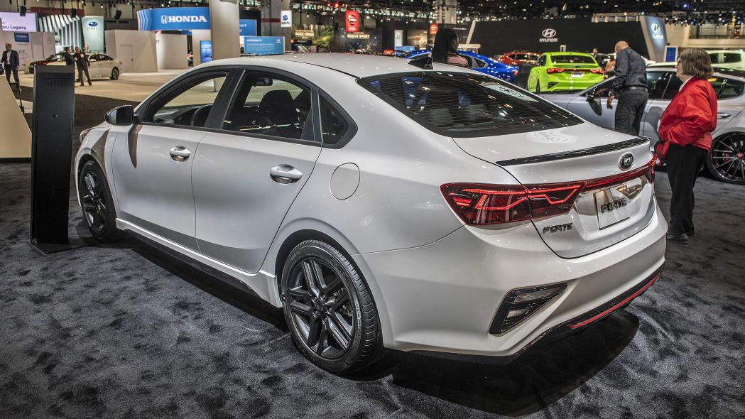 2020 Kia Forte GT-Line lộ diện chi tiết, đe nẹt Toyota Camry Ảnh 2