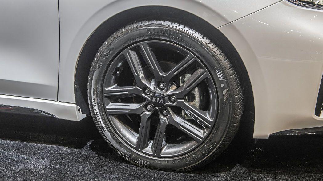 2020 Kia Forte GT-Line lộ diện chi tiết, đe nẹt Toyota Camry Ảnh 10