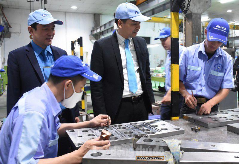 CNLĐ tại các Khu Công nghiệp Hà Nội: Khí thế thi đua sản xuất ngay từ ngày đầu năm mới Ảnh 3