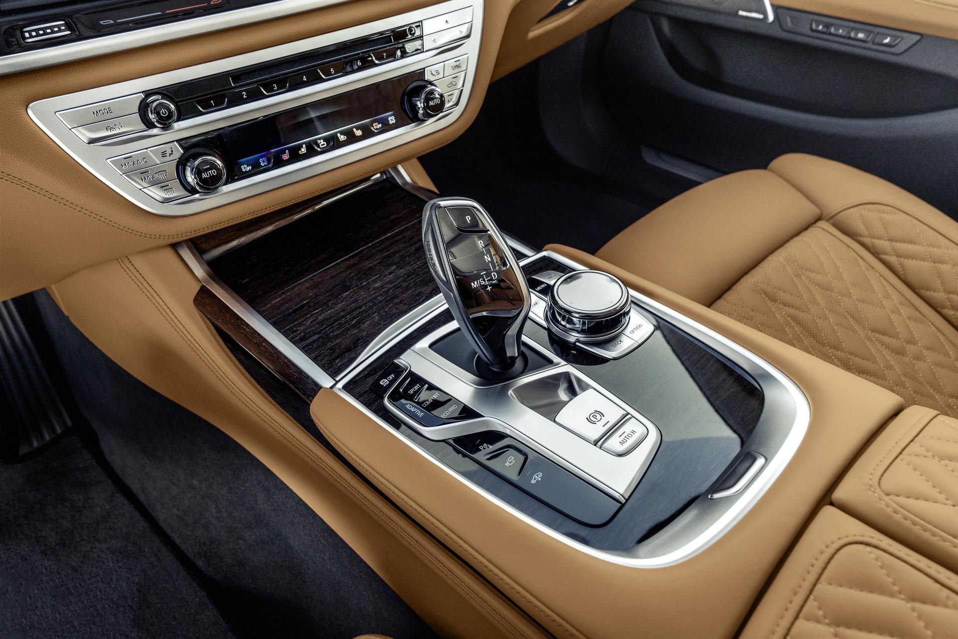 BMW 7-Series 2020 chốt giá rẻ hơn Mercedes-Benz S-Class Ảnh 5