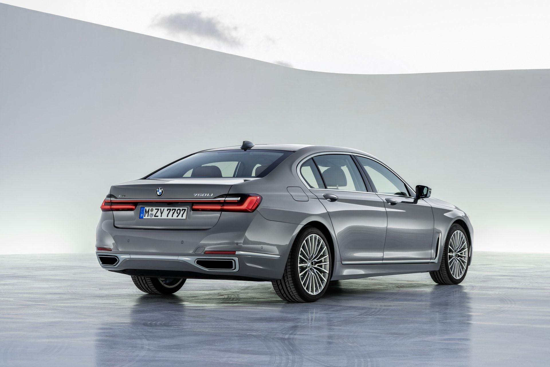 BMW 7-Series 2020 chốt giá rẻ hơn Mercedes-Benz S-Class Ảnh 2