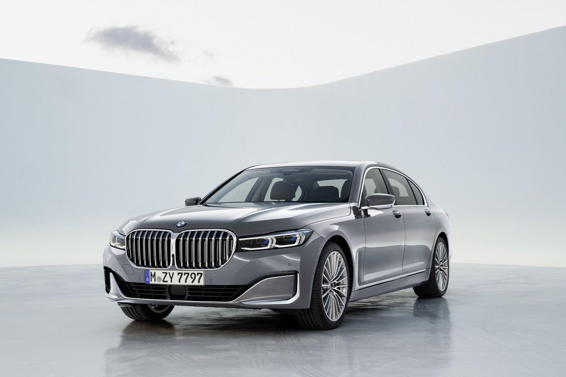 BMW 7-Series 2020 chốt giá rẻ hơn Mercedes-Benz S-Class Ảnh 1