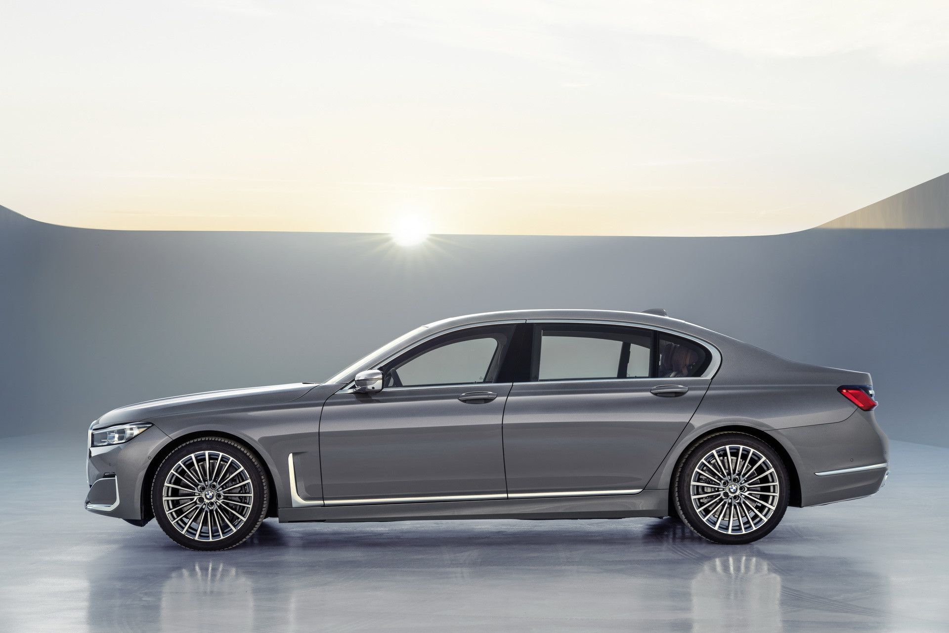 BMW 7-Series 2020 chốt giá rẻ hơn Mercedes-Benz S-Class Ảnh 8