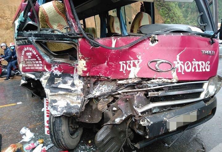 Xe khách đối đầu ôtô tải, hàng chục người thoát chết Ảnh 2