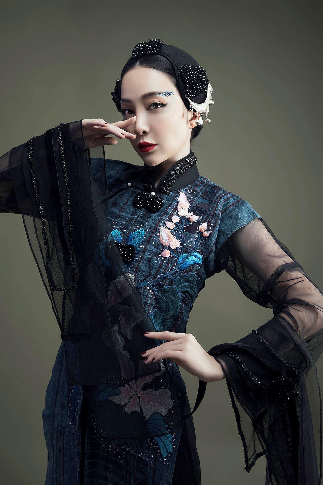 'Chim công làng múa' Linh Nga hóa nàng xuân Tây Bắc với áo dài hoa ban Ảnh 2