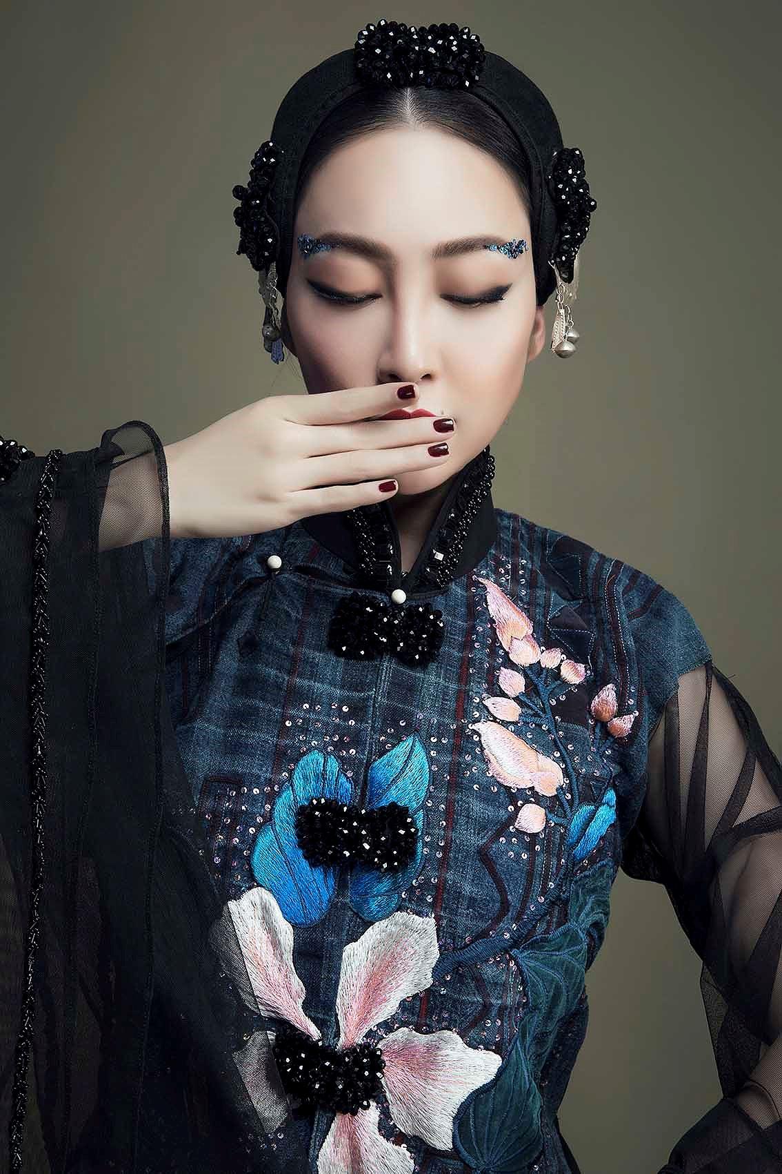 'Chim công làng múa' Linh Nga hóa nàng xuân Tây Bắc với áo dài hoa ban Ảnh 3